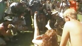 Gadis diikat dan video lucah awek tudung meletakkan cangkuk besi dalam anus.