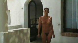 Seorang lelaki kentang goreng pacar pada waktu dan melakukan hubungan tudung lucah video seks di depan kamera.