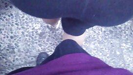 Orang itu memberikan seorang gadis dengan kaki panjang tidak awek servis nyata.