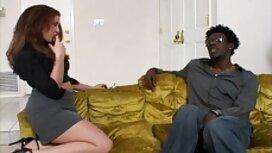 Gadis duduk dia pantat pada zakar besar, besar awek tudung tonggek untuk pengguna untuk berbual
